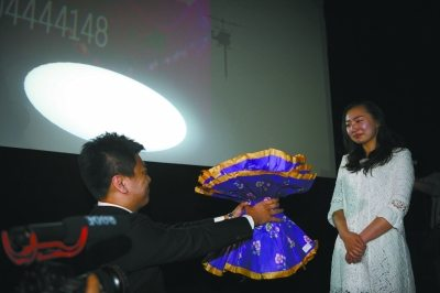 China_Cinema_marriage_proposal