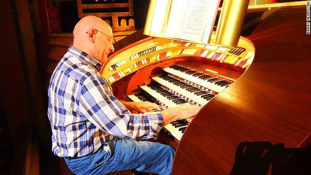 Tuscinski Wurlitzer organ