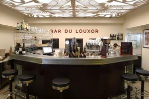 The luxury of Bar Louxor (photo : Jean-Christophe Marmara / Le Figaro)