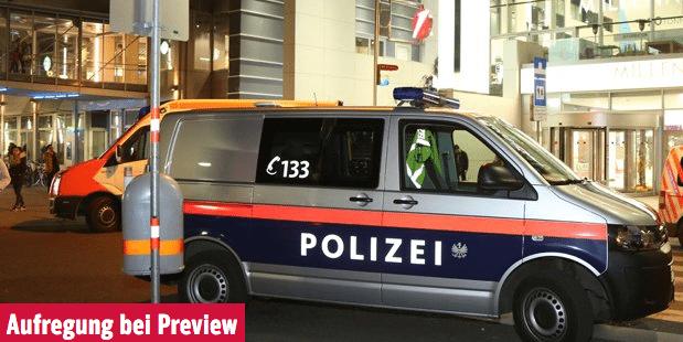 Aufregung: Justizwachbeamter mit Waffe im Kino