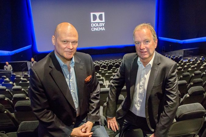 Andreas Spechtler (Dolby, l.) and Cineplex's CEO Christian Langhammer