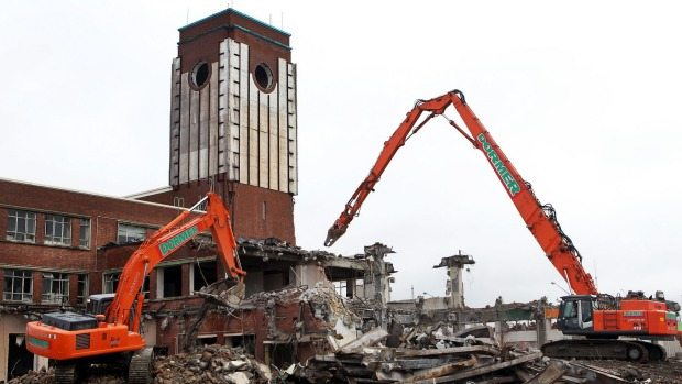 The old Hoyts being torn down. (photo: Joseph Johnson / Fairfax NZ)