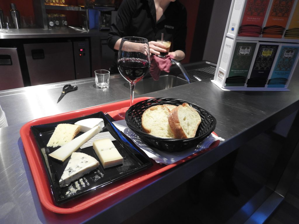 Wine and cheese at Cinema Les Fauvettes, Paris XIII. (photo: Patrick von Sychowski / Celluloid Junkie)