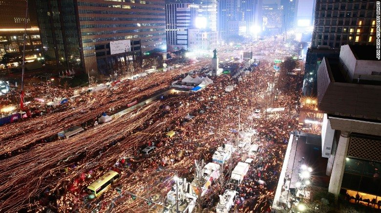 Protesting in Korea - instead of going to cinema. (photo: CNN / Getty)
