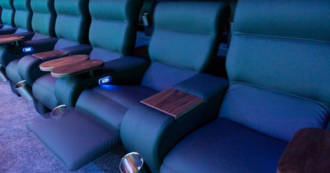 Leather recliners in the Paderborn Cineplex 'Pollux'. (photo: Cineplex / Pollux Paderborn)