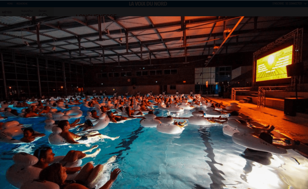 Cinema floaters in the Longuenesse pool. (photo: La Voix du Nord)