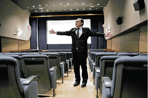 Screen 1 of the Hachioji Cinema. (photo: Yomiuri Online)