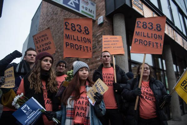 Members of the BECTU Trade Union at the Crouch End Picturehouse Cinema go on strike for a living wage. (photo: Socialist Worker)