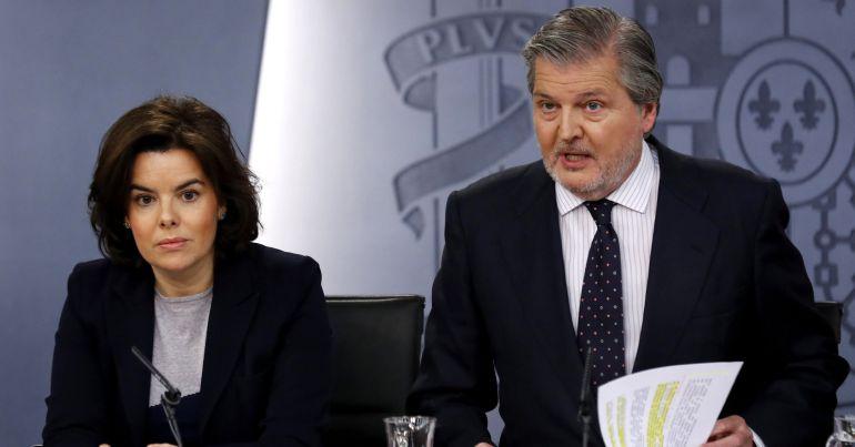 The VP of the Government, Soraya Saénz de Santamaria and the Minister of Culture Íñigo Méndez de Vigo. (photo: Sergio Barrenechea / EFE)
