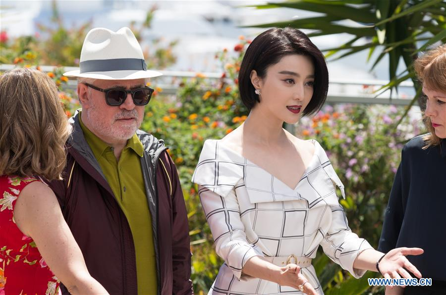 Fan Bingbing in Cannes with Pedro Almodovar. (photo: News.cn)