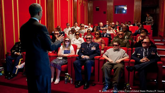 President Obama at the White House cinema. (photo: picture-alliance/ dpa / Consolidated News / P. Souza)