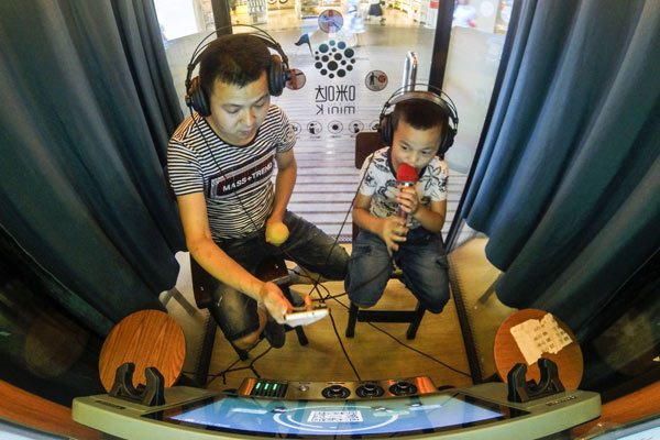 WOW mini KTV in action. (photo: China Daily)
