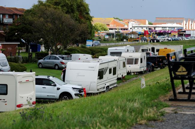 Traveller convoy on Canvey Western Esplanade. (photo: B&W Times)