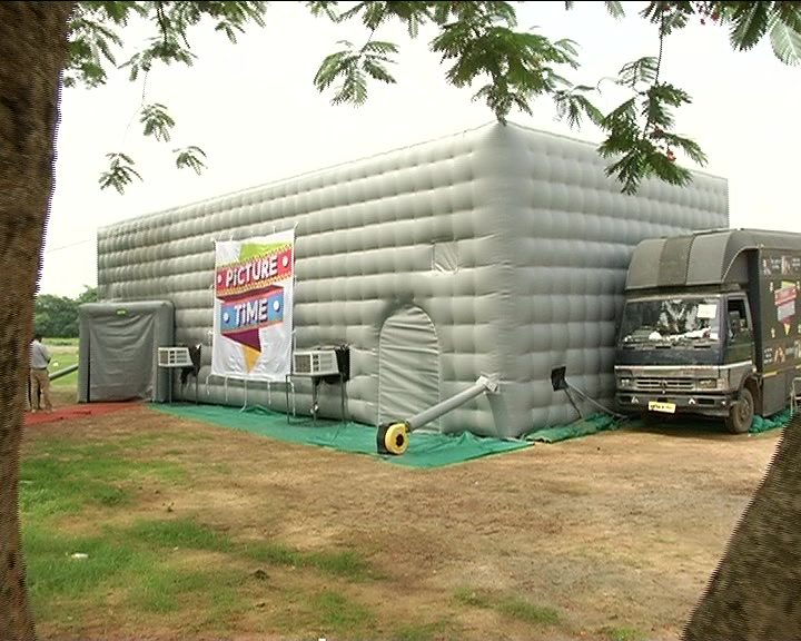 DigiFlix Picture Time mobile cinema in India. (image: OdishaTV)