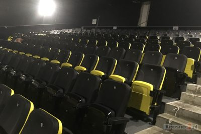 Seating being installed in the new Helios in Krosno. (photo: Krosno24.pl)