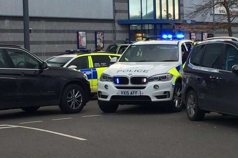 Police called to scene in Nuneaton. (photo: @IanBrownuk / Coventry Telegraph)