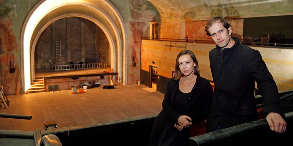 Owners Brina Stinehelfer and Nikolaus Schneider at Kino Delphi. (photo: Sabine Gudath / BZ)