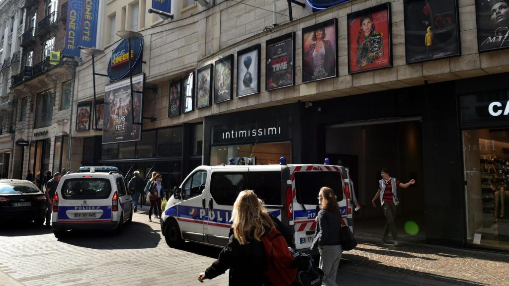 Youth stabbed in UGC cinema in Lille. (photo: Florent Moreau / LVdN)