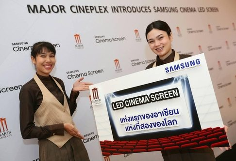 Cineplex staff in Thailand promote the Samsung Cinema LED. (photo: Samsung Electronics)