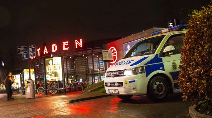 Police van outside SF Bio Bergakungen. (photo: Anders Ylander GT/Expressen)