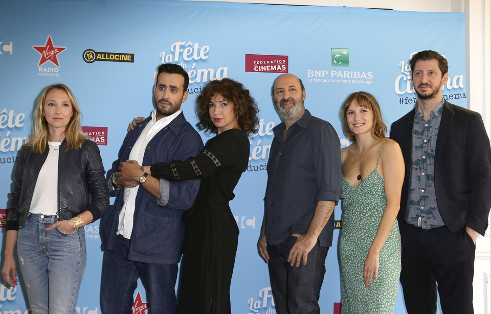 Audrey Lamy, Jonathan Cohen, Anne Depetrini, Cedric Klapisch, Ana Girardot and Monsieur Octopus, sponsors of the Film Festival. (photo: P LE FLOCH / SIPA_