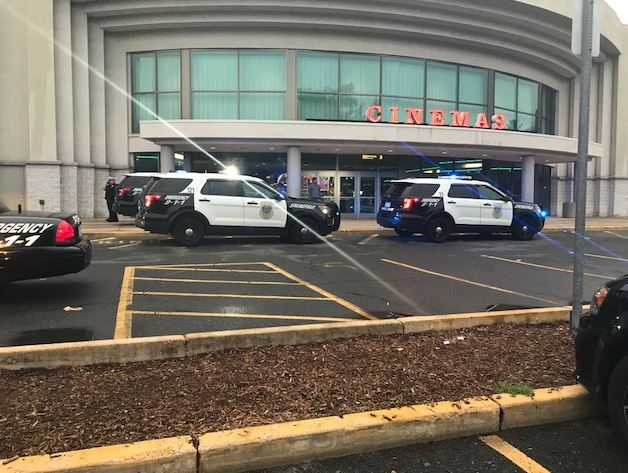 Police arrive at Reel Cinema Springfield. (photo: Westenr Mass News)